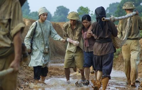 """Phim Sống cùng lịch sử: """"Cú vấp"""" của đạo diễn Thanh Vân - 1"""