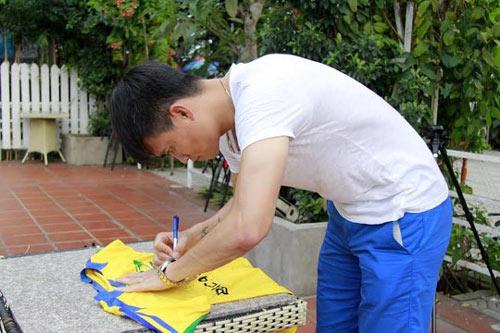 Công Vinh ủng hộ U19 Việt Nam đá SEA Games 2015 - 4
