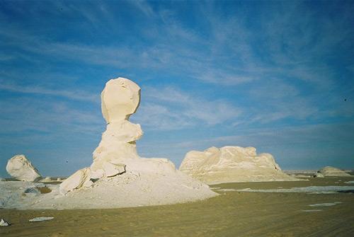 """Những """"tác phẩm điêu khắc kỳ bí"""" ở sa mạc Trắng - 7"""