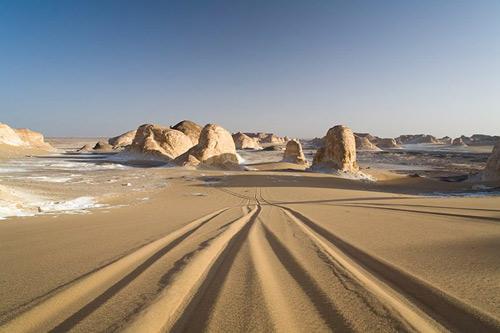 """Những """"tác phẩm điêu khắc kỳ bí"""" ở sa mạc Trắng - 9"""
