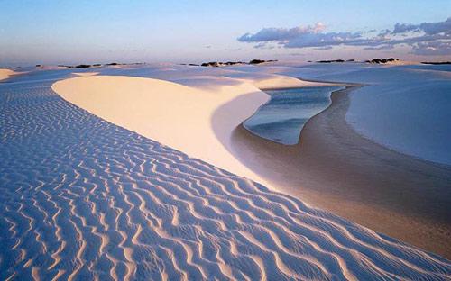 """Những """"tác phẩm điêu khắc kỳ bí"""" ở sa mạc Trắng - 3"""