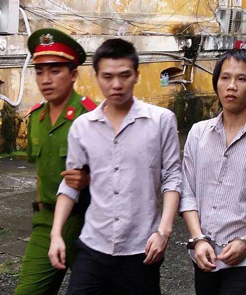 Chứa mại dâm, 2 nam thanh niên lĩnh án tù - 1