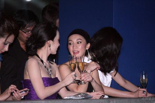 """Lộ giá """"hầu rượu"""" của loạt mỹ nhân hạng A Hoa ngữ - 7"""