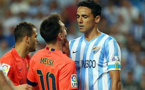 Bóp cổ Messi vì bị gọi là con của... gái điếm - 1