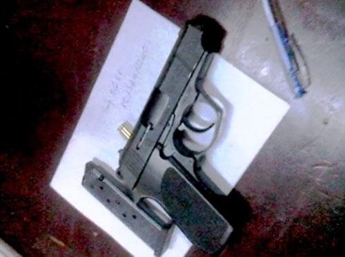 """TP.HCM: """"Múa súng"""" trong trụ sở UBND quận - 2"""