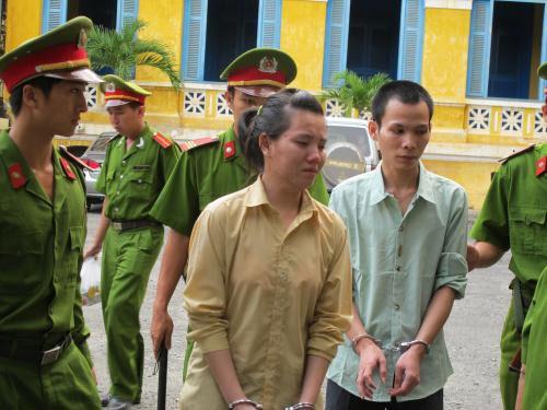 Những phụ nữ vào tù vì mang tội hiếp dâm - 2