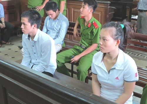 Những phụ nữ vào tù vì mang tội hiếp dâm - 1