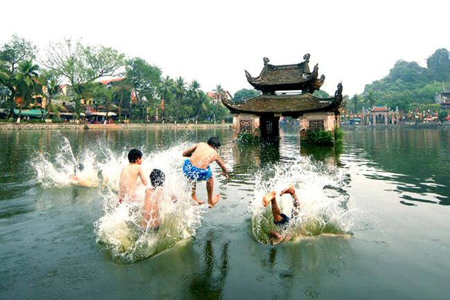 Ao làng ở chùa Thầy, xã Sài Sơn, huyện Quốc Oai.
