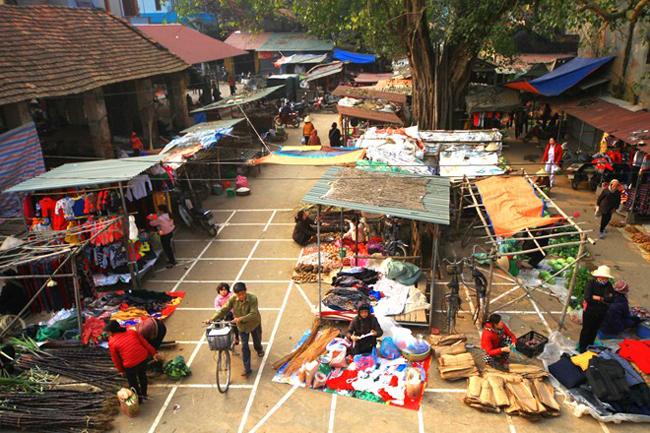Chợ quê xã Phương Trung, huyện Thanh Oai.