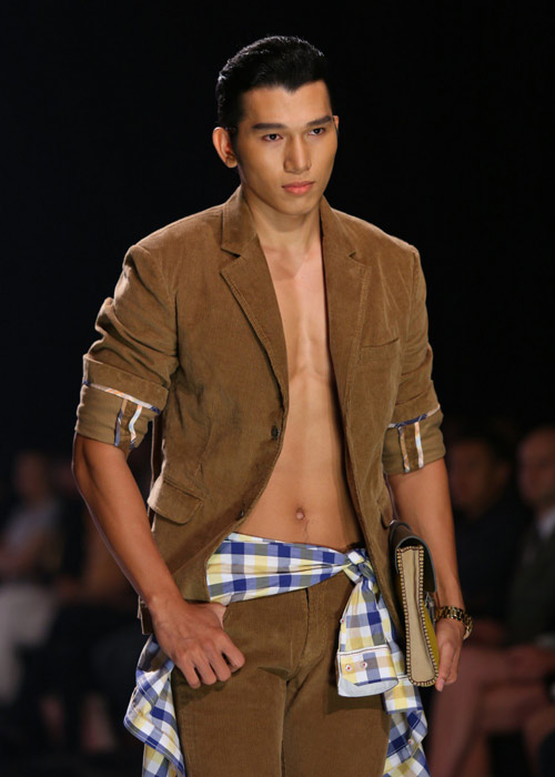 Hà Anh diện áo tắm nóng bỏng trên sàn catwalk - 6