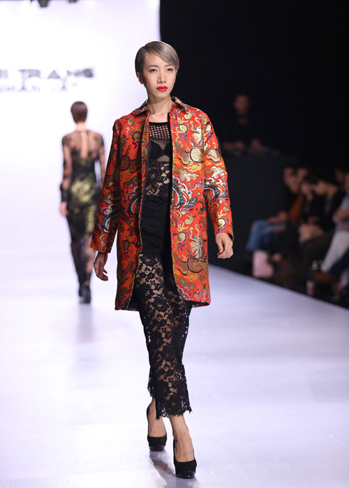 Hà Anh diện áo tắm nóng bỏng trên sàn catwalk - 8