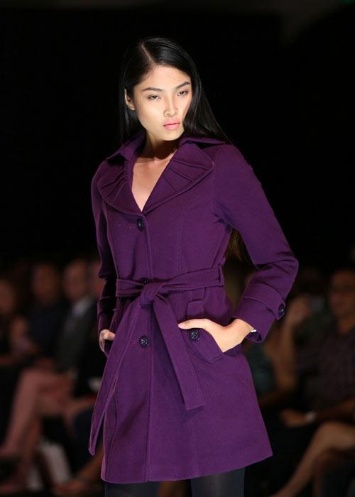 Hà Anh diện áo tắm nóng bỏng trên sàn catwalk - 18