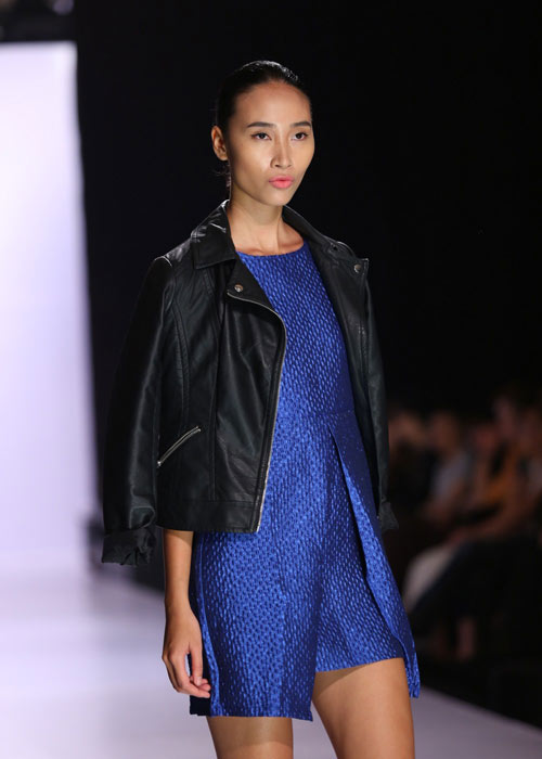 Hà Anh diện áo tắm nóng bỏng trên sàn catwalk - 20