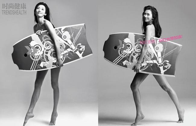 Lâm Chí Linh khoe thân hình rắn chắc, khỏe mạnh và đôi chân thon dài trong bức ảnh thực hiện cho tổ chức ruy băng hồng - tuyên truyền phòng chống ung thư vú. Người đẹp cầm tấm ván lướt biển che đi phần nhạy cảm của cơ thể.