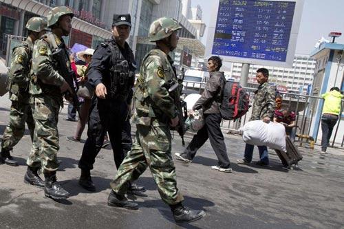 TQ: Đánh bom hàng loạt ở Tân Cương, 50 người chết - 1