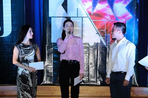 Hà Hồ giản dị trao học bổng cùng Lệ Quyên - 3