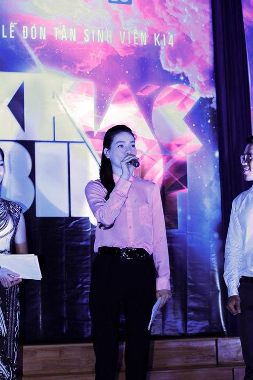 Hà Hồ giản dị trao học bổng cùng Lệ Quyên - 6