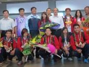 Thể thao - Nhà vô địch wushu Dương Thúy Vi vui mừng về nhà
