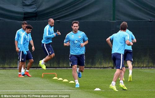 """Khi Lampard """"tố cáo"""" điểm yếu của Man City - 2"""