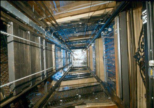 Kỳ tích: Sống sót khi thang máy rơi từ tầng 75 xuống mặt đất - 3