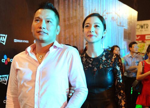 Jennifer Phạm diện váy da xuyên thấu đi xem phim - 3