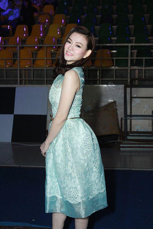 Thu Thủy chúc mừng Linh Hoa giành giải 150 triệu đồng - 1