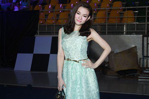 Thu Thủy chúc mừng Linh Hoa giành giải 150 triệu đồng - 2