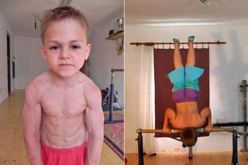 Video: Choáng váng với cơ bắp của cậu bé 9 tuổi - 1