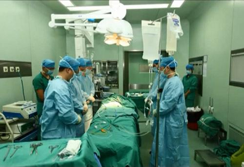 TQ: Bé gái 3 tuổi hiến tạng cứu sống 5 người - 1