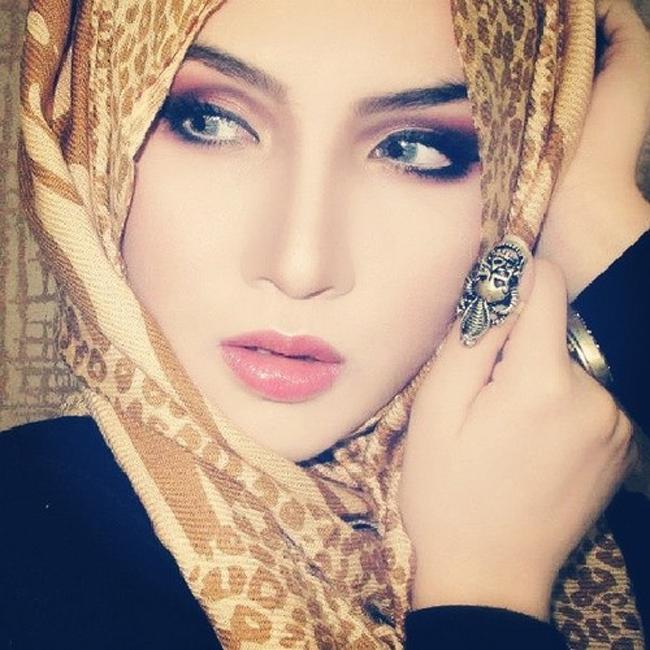 Họ thường đội khăn Jirab trùm đầu.