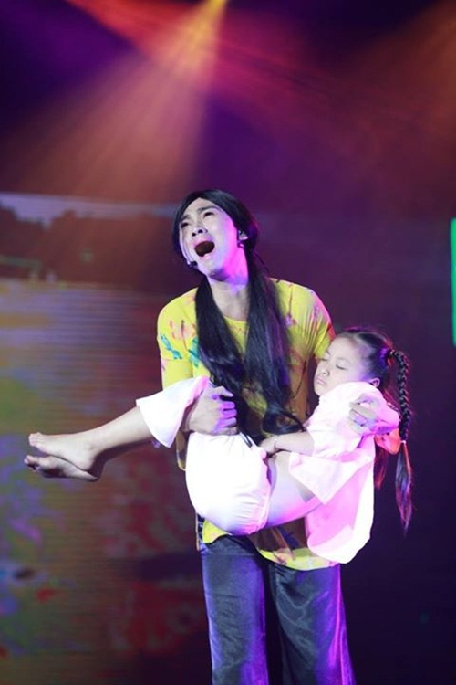 Thí sinh giả gái khiến Việt Trinh rơi nước mắt - 1