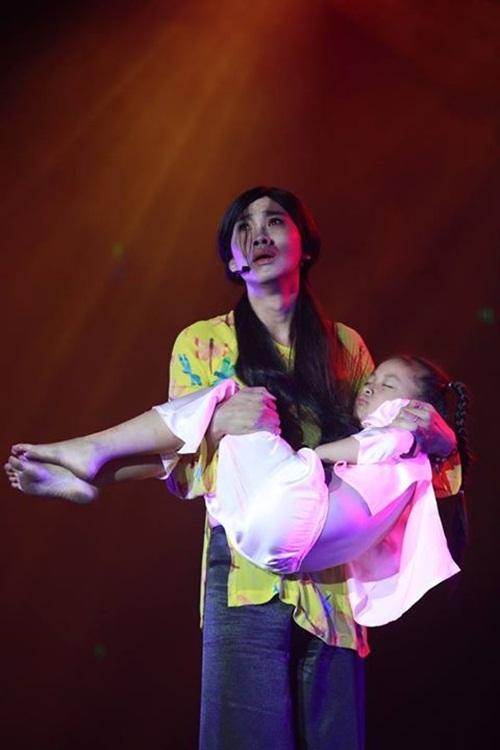 Thí sinh giả gái khiến Việt Trinh rơi nước mắt - 3