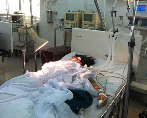 Nữ sinh lớp 9 bị xe CSGT tông vẫn hôn mê - 1