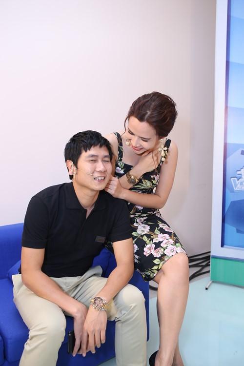 Con gái Giang - Hồ xinh xắn ủng hộ bố mẹ - 4