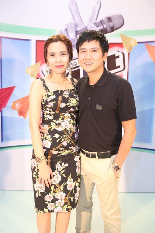 Con gái Giang - Hồ xinh xắn ủng hộ bố mẹ - 6