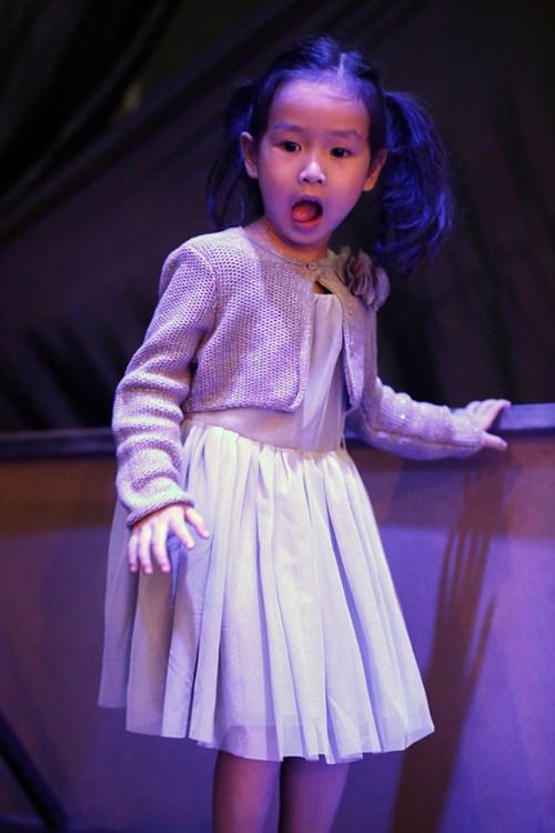 Con gái Giang - Hồ xinh xắn ủng hộ bố mẹ - 2