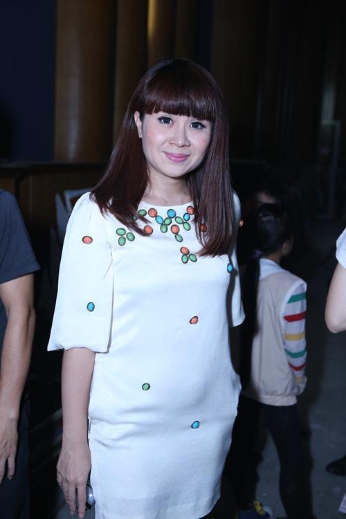 Con gái Giang - Hồ xinh xắn ủng hộ bố mẹ - 16