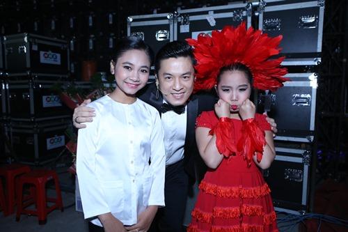 Con gái Giang - Hồ xinh xắn ủng hộ bố mẹ - 14