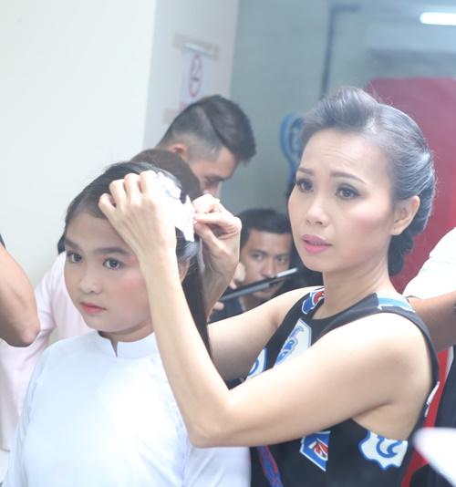 Con gái Giang - Hồ xinh xắn ủng hộ bố mẹ - 12