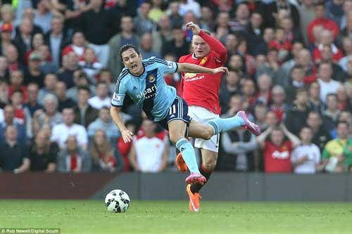 Phạm lỗi thô thiển, Rooney nhận thẻ đỏ trực tiếp - 1