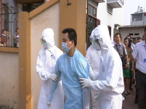 Tận mắt xem tình huống cách ly người VN nghi nhiễm Ebola - 2
