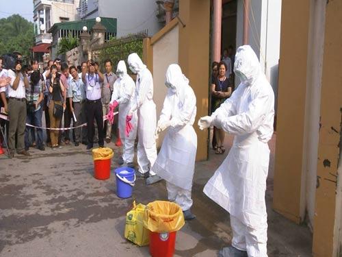 Tận mắt xem tình huống cách ly người VN nghi nhiễm Ebola - 5