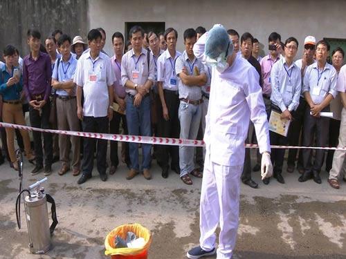 Tận mắt xem tình huống cách ly người VN nghi nhiễm Ebola - 7