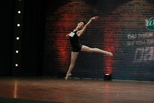 Thí sinh vượt bệnh tật thi nhảy khiến người xem xúc động - 2