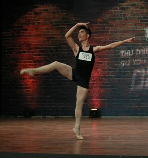 Thí sinh vượt bệnh tật thi nhảy khiến người xem xúc động - 3
