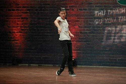 Thí sinh vượt bệnh tật thi nhảy khiến người xem xúc động - 4