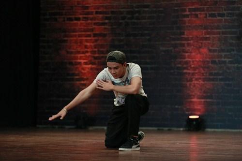Thí sinh vượt bệnh tật thi nhảy khiến người xem xúc động - 6
