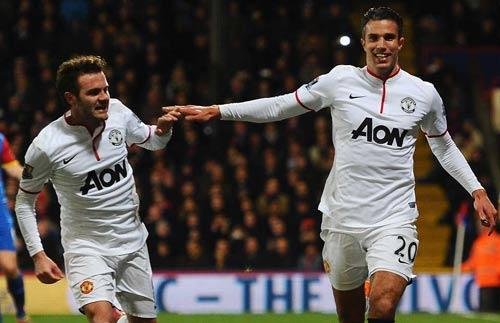 MU: Mua Ronaldo, phải bán Mata và Persie - 2