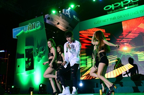 Sơn Tùng MT - P bỏ show tỉnh lẻ, hát sung ở Đà Nẵng - 2