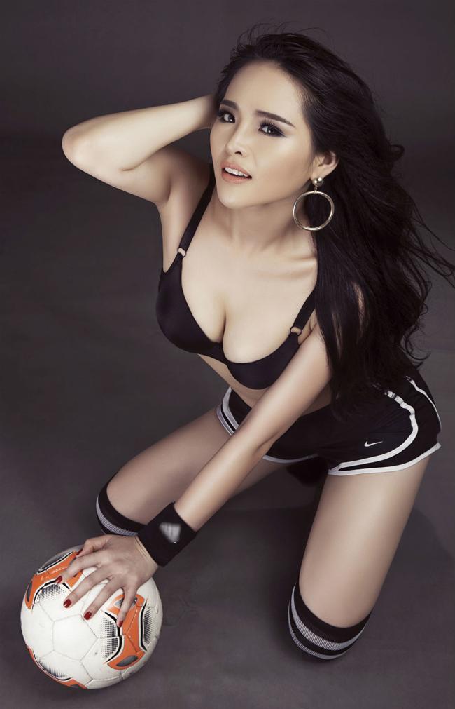 Lại Hương Thảo sinh năm 1991. Cô từng giành vương miện Hoa khôi thể thao 2012. & nbsp;
